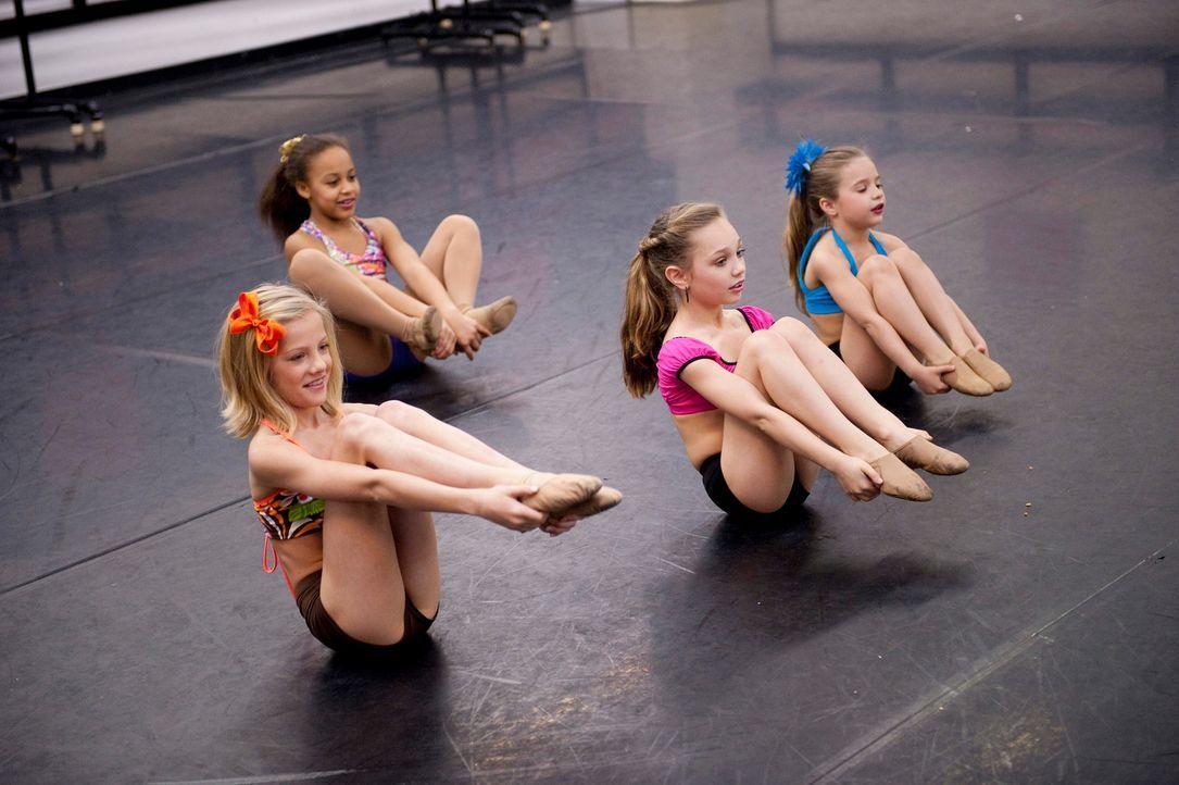 Die Mädchen trainieren hart für ihren nächsten Wettkampf. - Bildquelle: 2011 A&E Television Networks, LLC. All rights reserved.