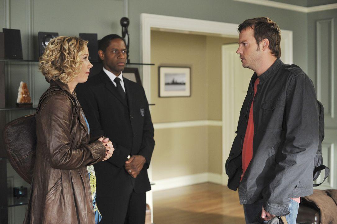 Ein Missverständnis lässt Samantha (Christina Applegate, l.) glauben, dass Todd nach Afrika geflogen ist, um sie zu retten. Gemeinsam mit Frank (T... - Bildquelle: American Broadcasting Companies, Inc. All rights reserved.