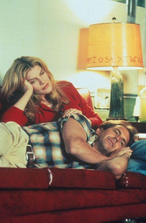 Um von Molly (Rene Russo, l.) geliebt zu werden, krempelt Roy (Kevin Costner, r.) sein gesamtes Leben um. - Bildquelle: WARNER BROS.
