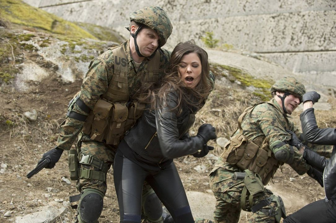 Ist es bereits zu spät, als Cara (Peyton List, M.) erkennt, was Russell und die anderen getan haben? - Bildquelle: Warner Bros. Entertainment, Inc