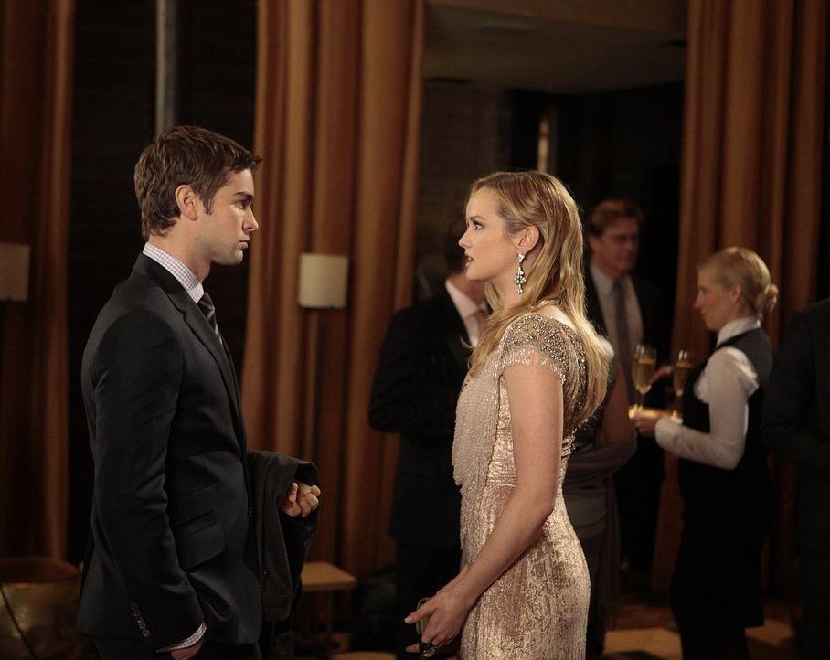 Während Nate (Chace Crawford, l.) erfährt, dass er seine Karriere einem ungebetenen Helfer verdankt, bereitet Lily eine Party für Charlie (Kaylee De... - Bildquelle: Warner Bros. Television