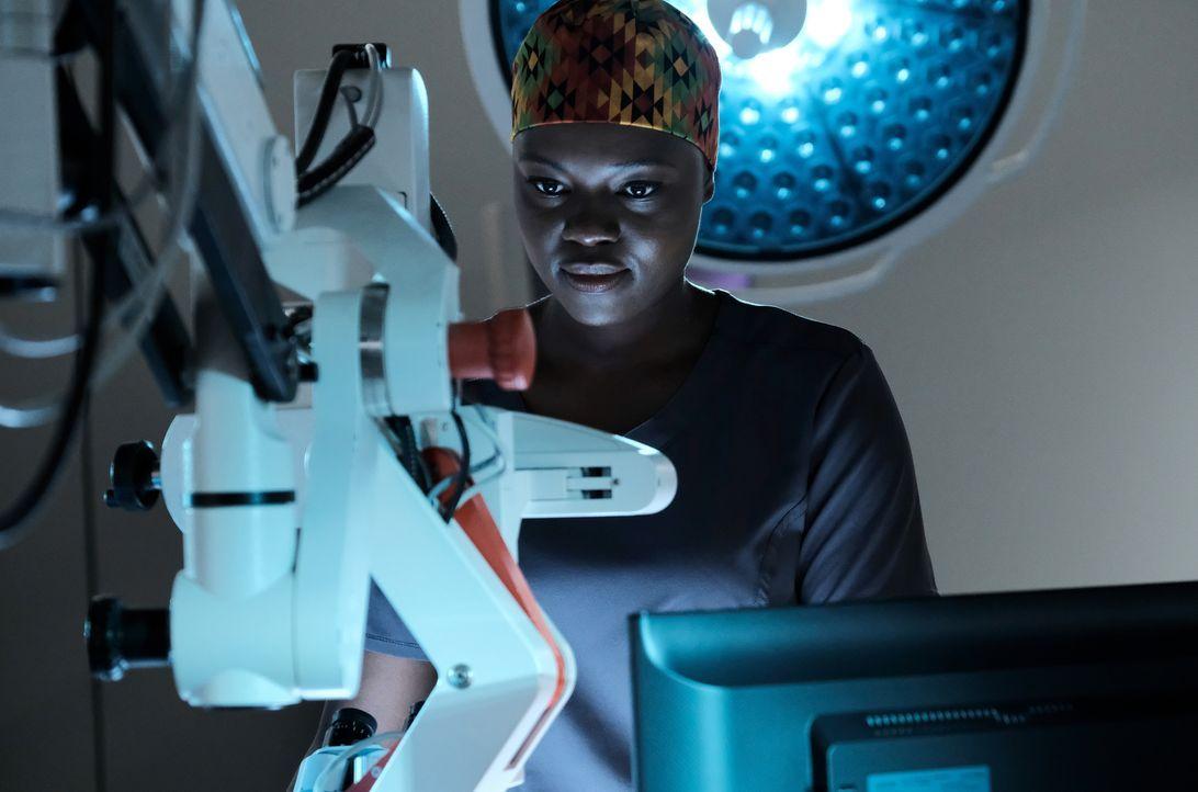 Dr. Okafor (Shaunette Renée Wilson) nutzt die Gelegenheit als eines ihrer größten Idole eingeliefert wird ... - Bildquelle: Guy D'Alema 2018 Fox and its related entities. All rights reserved. / Guy D'Alema
