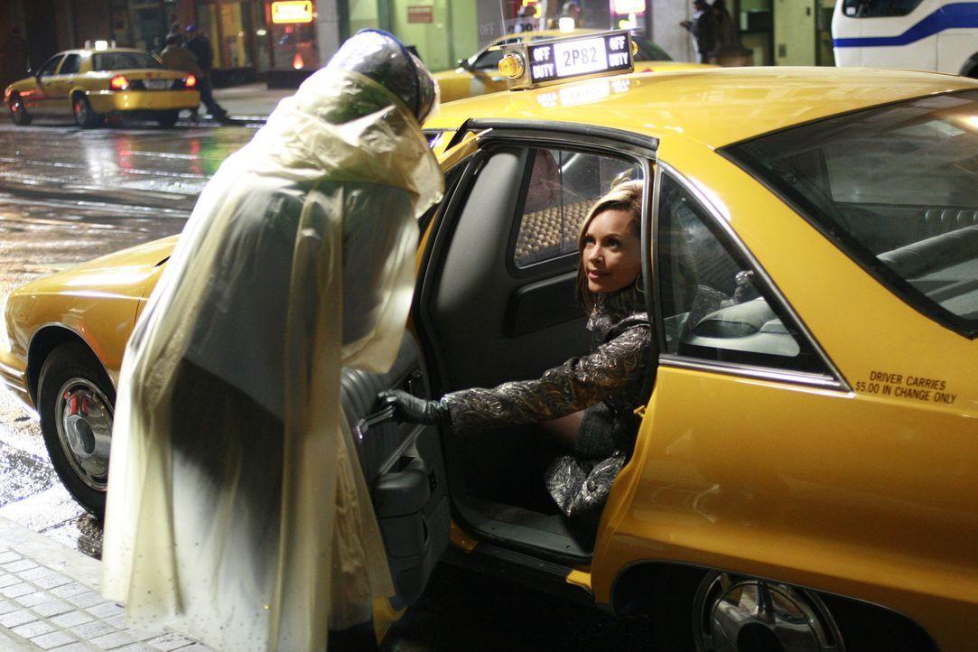 Als Wilhelmina (Vanessa Williams, r.), die sich unbeobachtet wähnt, einer älteren Dame das Taxi vor der Nase wegschnappt, verletzt sie diese. Sie ah... - Bildquelle: Buena Vista International Television