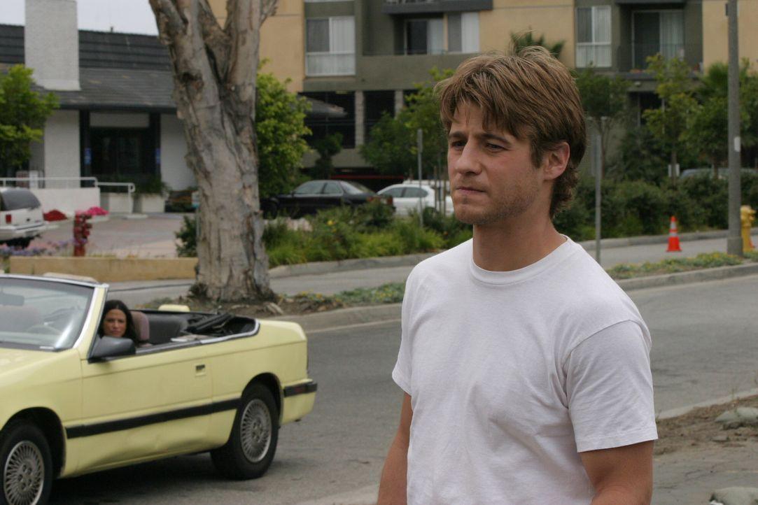 Während Seth immer noch bei Luke in Portland ist, lebt Ryan (Benjamin McKenzie, r.) gemeinsam mit der schwangeren Theresa (Navi Rawat, l.) in Chino... - Bildquelle: Warner Bros. Television