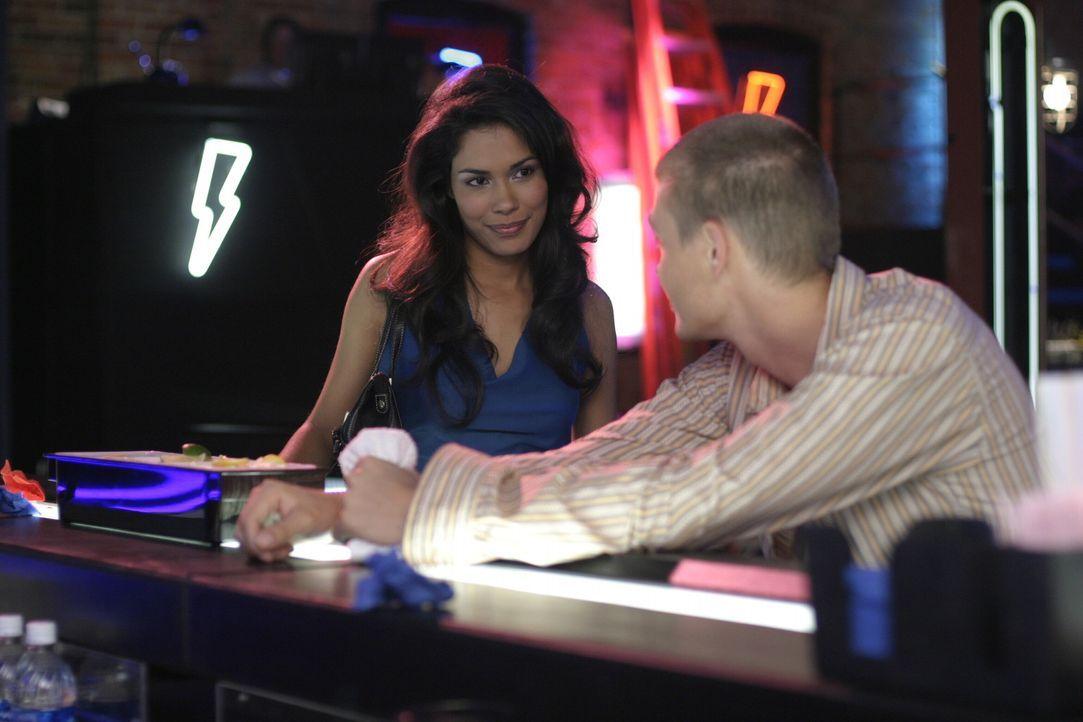 Lucas (Chad Michael Murray, r.) ist hin und weg von Felixs hübscher Schwester Anna (Daniella Alonso, l.) ... - Bildquelle: Warner Bros. Pictures