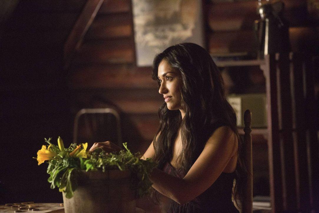 In einer Rückblende offenbart Tessa (Janina Gavankar) ein schockierendes Geheimnis ihrer Vergangenheit ... - Bildquelle: Warner Brothers
