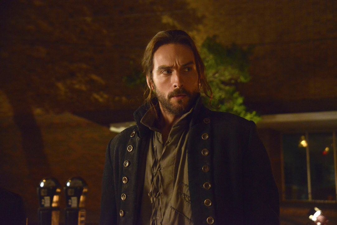 Wird Ichabod (Tom Mison) den Schlüssel, der Abbie retten soll, finden, bevor es ein anderer tut? - Bildquelle: 2014 Fox and its related entities. All rights reserved.