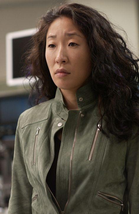 Bei ihrer Aufgabe den Patienten die Laborberichte vom Wochenende vorzustellen haben Cristina (Sandra Oh) und Alex Schwierigkeiten, mit der Dankbarke... - Bildquelle: Touchstone Television