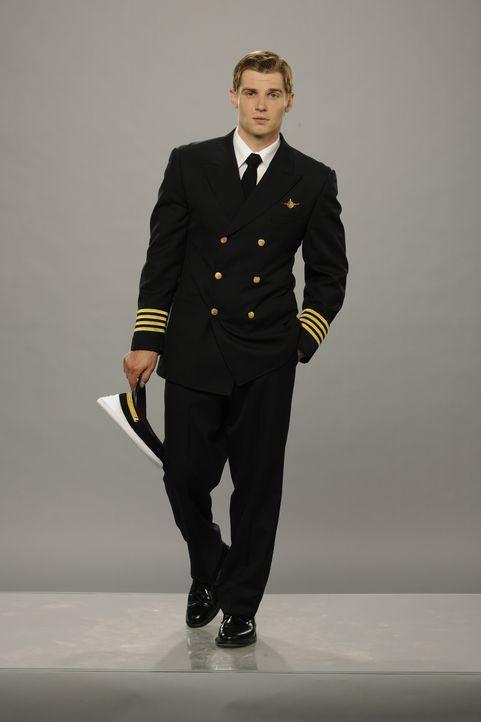 (1.Staffel) - Als gerade beförderter Kapitän öffnet sich für Dean Lowrey (Mike Vogel) die weite Welt ... - Bildquelle: 2011 Sony Pictures Television Inc.  All Rights Reserved.
