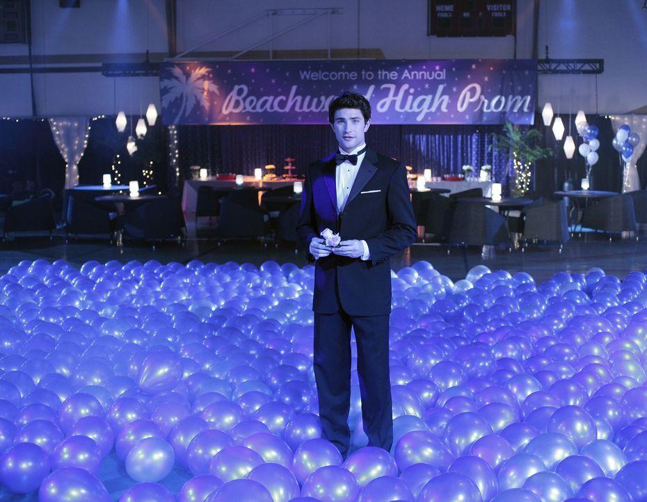 Der Schulball verläuft zunächst wie geplant und Kyle (Matt Dallas) schwebt im siebten Himmel ... - Bildquelle: TOUCHSTONE TELEVISION