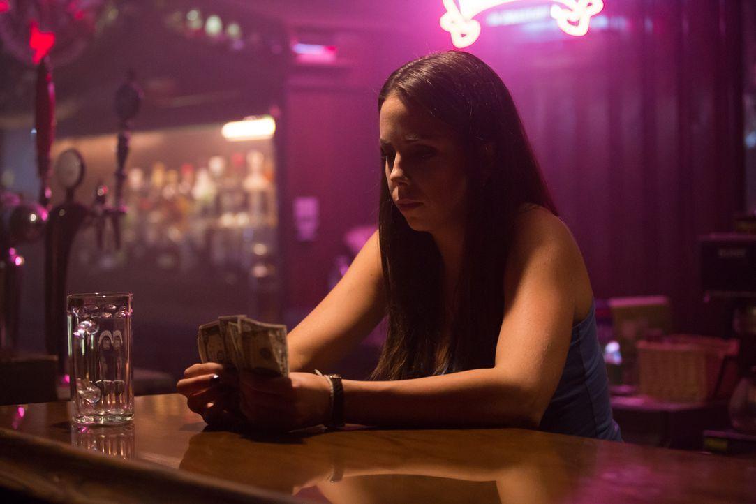Für ihren Umzug nach Nashville braucht Amy jeden Cent - doch der Job bei einem einsamen Mann wird ihr schließlich zum Verhängnis ... - Bildquelle: Darren Goldstein Cineflix 2014