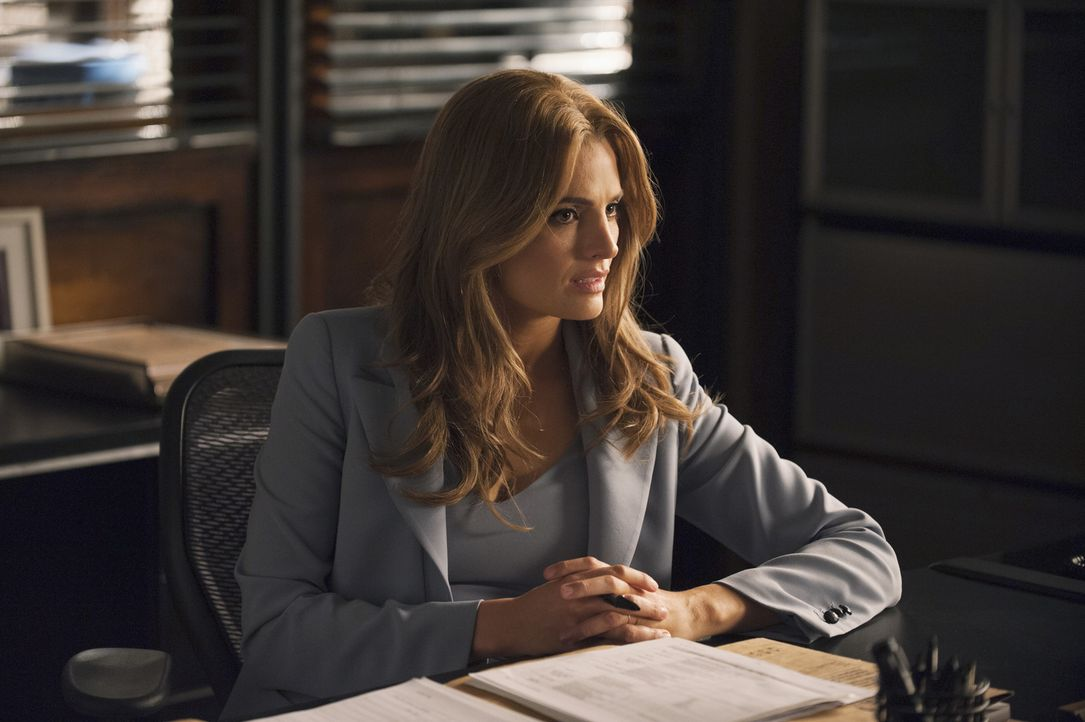 Beckett (Stana Katic) verliert sich immer mehr in ihren Racheplänen. Ihre Beziehung mit Castle leidet deutlich darunter ... - Bildquelle: Greg Gayne 2015 American Broadcasting Companies, Inc. All rights reserved.