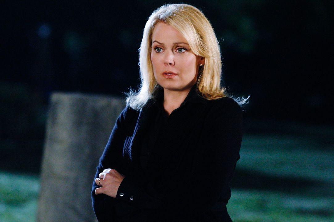 Karen Weston (Gail O'Grady) ist entsetzt, als sie von ihrer Tochter erfährt, wie sehr sie unter der Familiensituation leidet. - Bildquelle: ABC Studios