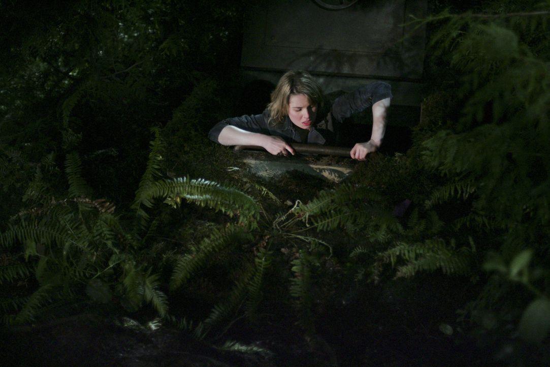 Amanda (Kirsten Prout) packt die Neugierde und folgt den anderen Jugendlichen in die verlassenen Gänge ... - Bildquelle: TOUCHSTONE TELEVISION