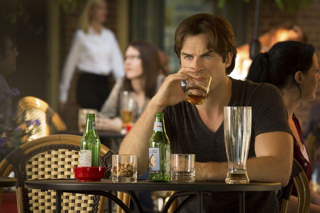 Während Damon (Ian Somerhalder) sich mit Bonnie und Alaric in Europa herumtreibt, geht Stefan in Mystic Falls einen Deal mit seiner Mutter ein ... - Bildquelle: Warner Bros. Entertainment, Inc.