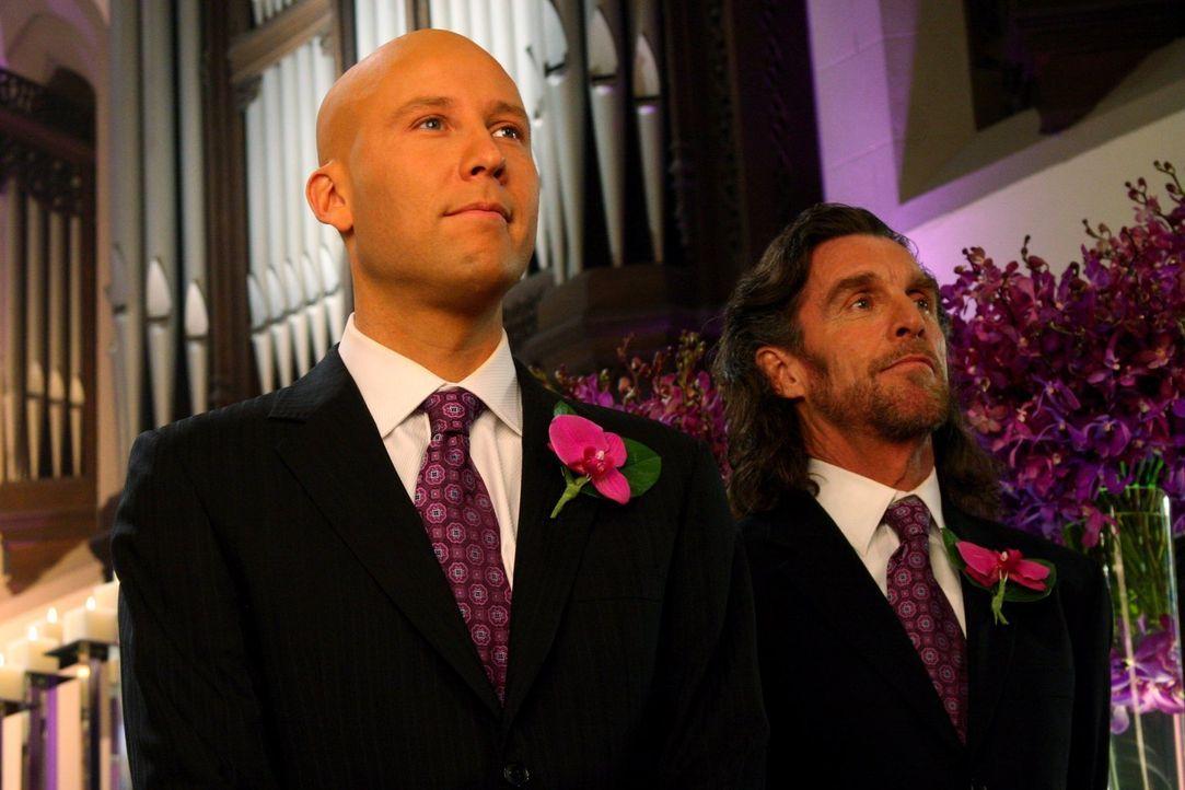 Wird es zur Hochzeit zwischen Lex (Michael Rosenbaum, l.) und Lana kommen oder nicht? Lionel (John Glover, r.) hat vorgesorgt ... - Bildquelle: Warner Bros.