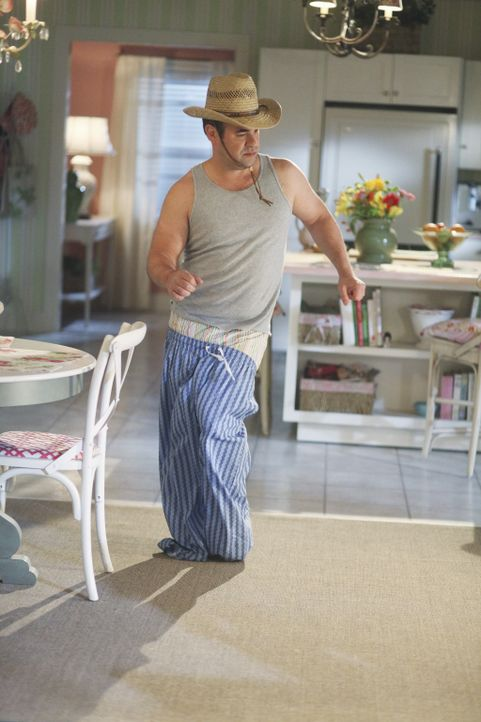 Andy (Ian Gomez) stellt fest, dass er ein geduldeter Sklave in seinem eigenen Haus ist ... - Bildquelle: 2009 ABC INC.