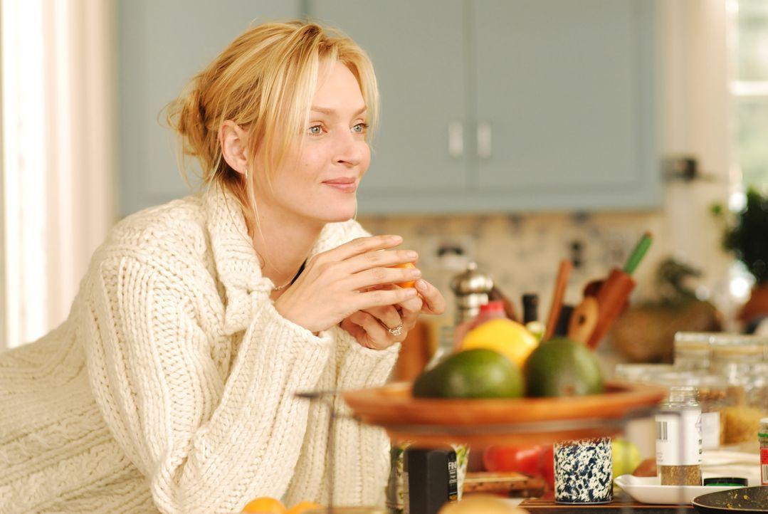 Emma Lloyd (Uma Thurman) fällt aus allen Wolken als sie erfährt, dass sie verheiratet ist ... - Bildquelle: 2008 Accidental Husband Intermediary, Inc. All Rights Reserved.