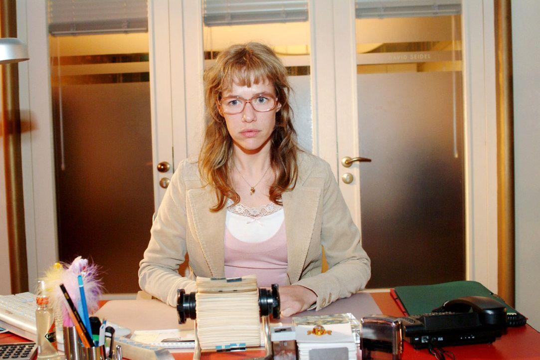 Lisa (Alexandra Neldel) ist frustriert: Sie hat Streit mit Jürgen und David kann sie auch nicht vertrauen ... (Dieses Foto von Alexandra Neldel darf... - Bildquelle: Monika Schürle SAT.1 / Monika Schürle