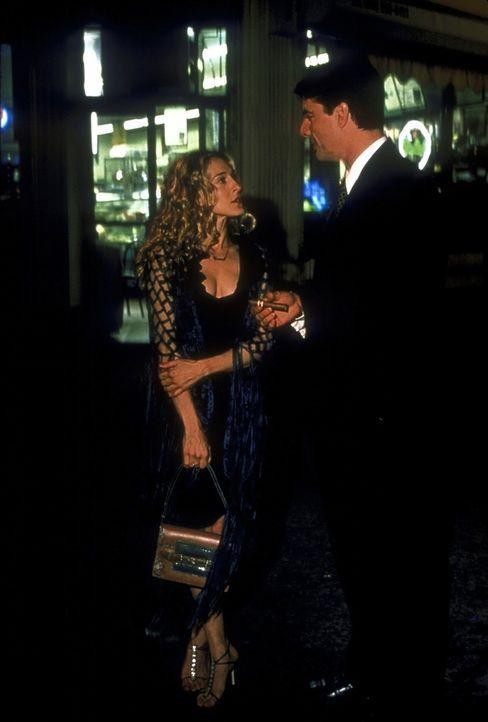 Kann man Männer wie Mr. Big (Chris Noth, r.) ändern? Carrie (Sarah Jessica Parker, l.) versucht es ... - Bildquelle: 2001 Paramount Pictures