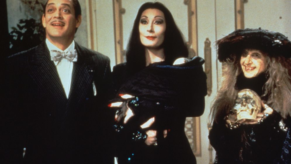 Die Addams Family in verrückter Tradition - Bildquelle: Paramount Pictures