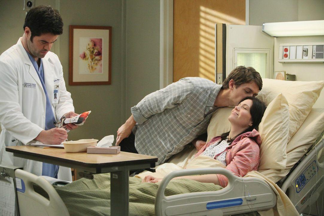 Noch scheint es, als würde es ein normaler Tag werden: Charles (Robert Baker, l.), Bill (Ryan Devlin, M.) und Mary (Mandy Moore, r.) ... - Bildquelle: Touchstone Television
