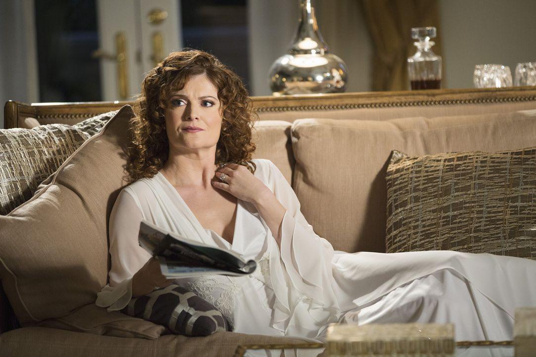 Stürzt sich Hals über Kopf in eine Affäre: Evelyn (Rebecca Wisocky) ... - Bildquelle: 2014 ABC Studios