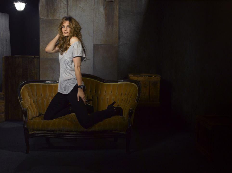 (5. Staffel) - Darüber, dass der Krimiautor Richard Castle sie zur Vorlage für seine neue Romanheldin nutzt, hat Kate Beckett (Stana Katic) sehr ges... - Bildquelle: ABC Studios