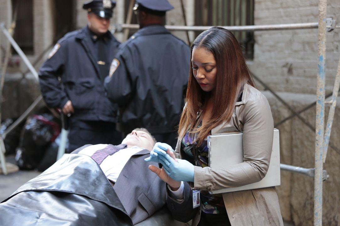 Am Tatort angekommen, macht sich Lanie (Tamala Jones) an die Untersuchung ... - Bildquelle: Richard Cartwright ABC Studios