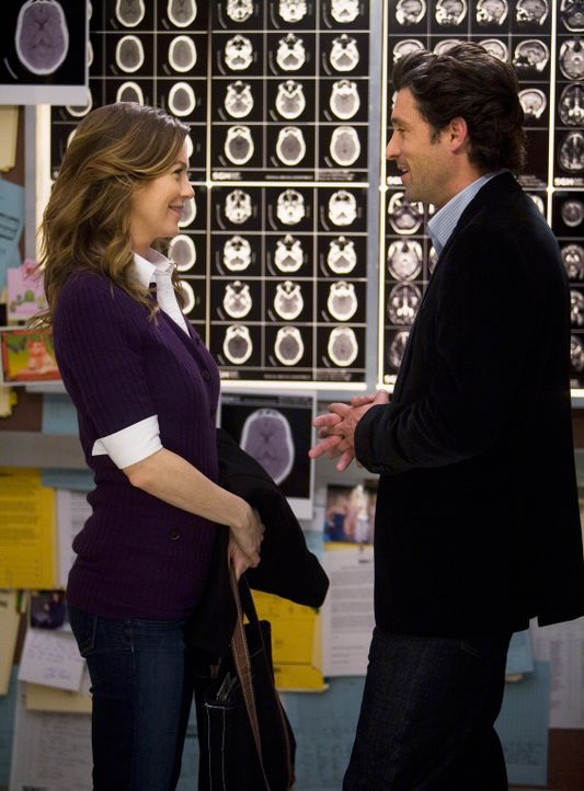 Derek (Patrick Dempsey, r.) hat eine besondere Überraschung für Meredith (Ellen Pompeo, l.). Er hat den Fahrstuhl mit CT-Bildern ihrer gemeinsamen... - Bildquelle: Touchstone Television