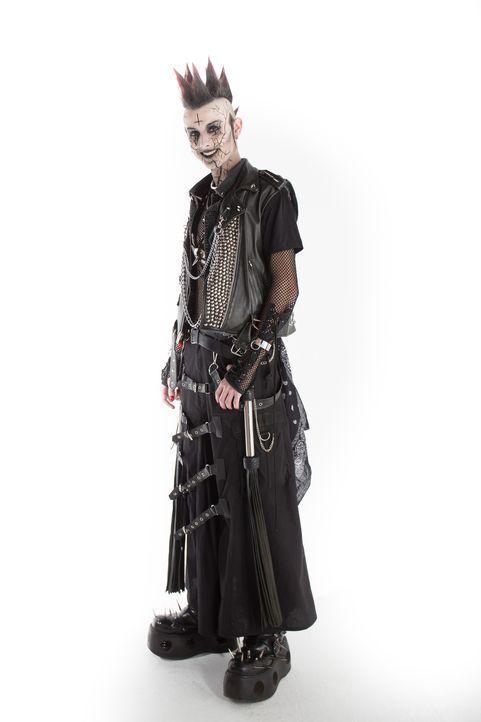 Cyber-Goth Casey bittet bei der Suche nach einem weniger beängstigenden und alltagstauglicheren Look um Hilfe - kann das Team einen Stil finden, der... - Bildquelle: Licensed by Fremantle Media Enterprises Ltd.