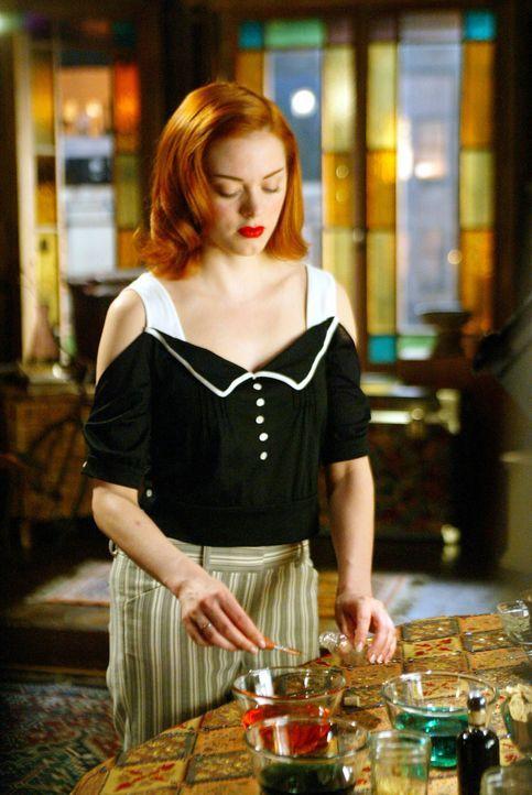 Premiere für Paige (Rose McGowan): Der Ältestenrat setzt sie zum ersten Mal als Wächterin des Lichts ein ... - Bildquelle: Paramount International Television