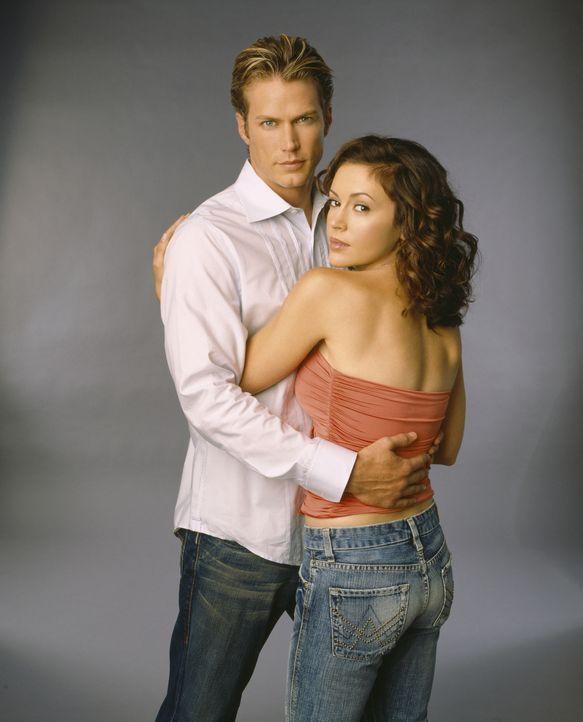 (8. Staffel) - Phoebe (Alyssa Milano, r.) hat die Vision, dass Dex (Jason Lewis, l.) der Mann ihres Lebens sein wird ... - Bildquelle: Paramount Pictures