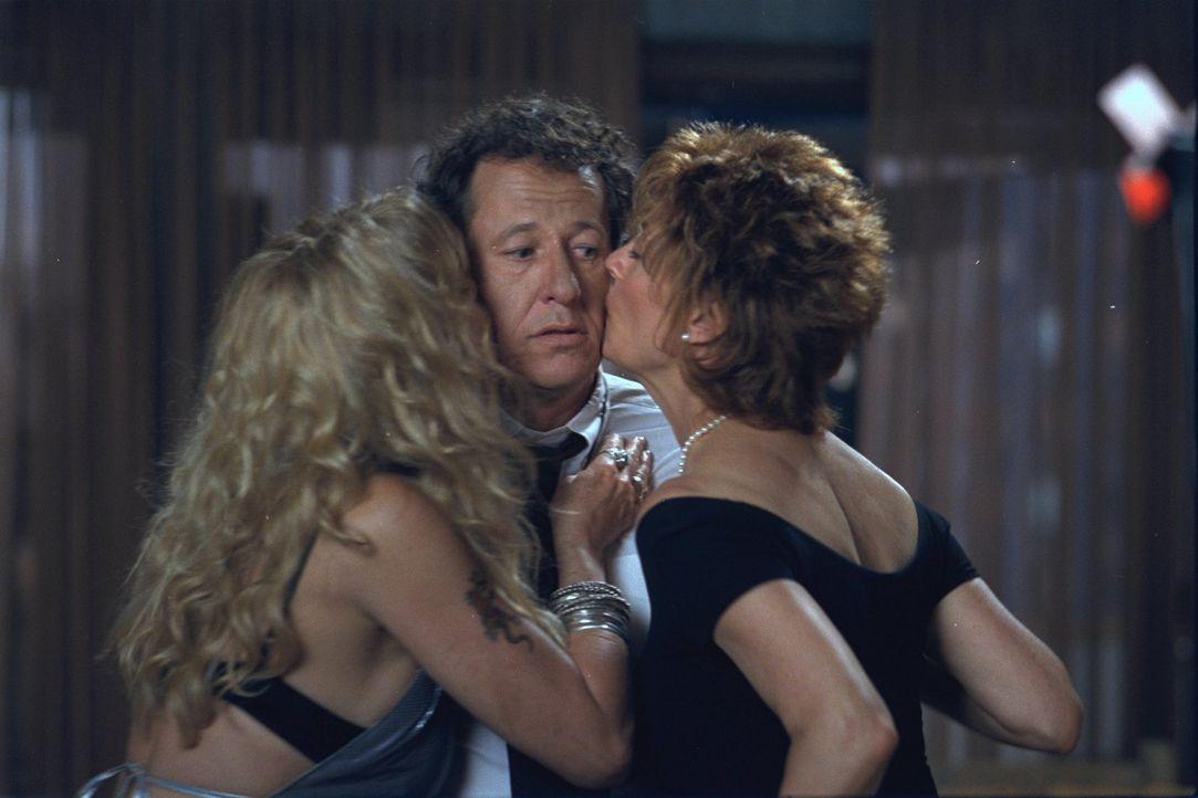Mit dem Auftauchen von Suzette (Goldie Hawn, l.) wird nicht nur das Leben von Lavinia (Susan Sarandon, r.), sondern auch das von Harry (Geoffrey Rus... - Bildquelle: 2002 Twentieth Century Fox Film Corporation. All rights reserved.
