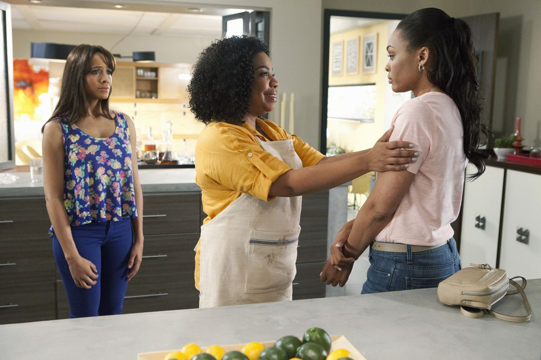 Noch ahnen Rosie (Dania Ramiraz, l.) und Lucinda (Kimberly Hebert Gregory, M.) nicht, wie Natasha (Demetria McKinney, r.) auf die erste Begegnung mi... - Bildquelle: 2014 ABC Studios