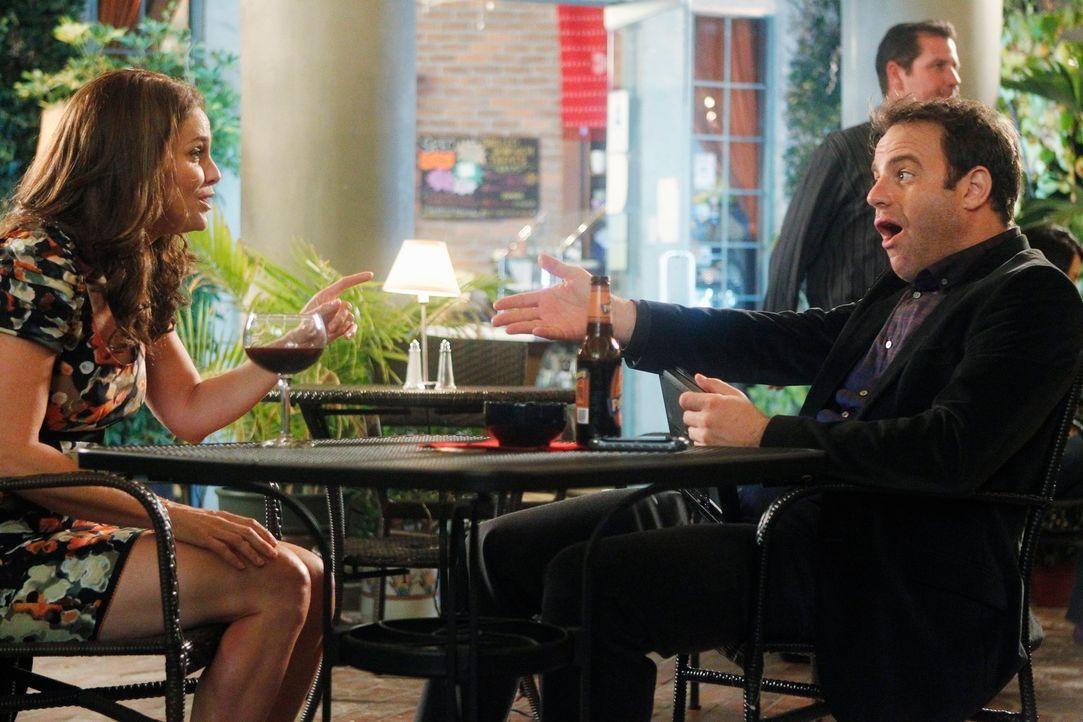 Während Violet (Amy Brenneman, l.) versucht, Petes Familie zusammenzuführen, gerät Cooper (Paul Adelstein, r.) mit Charlotte wegen der Familienpl... - Bildquelle: ABC Studios
