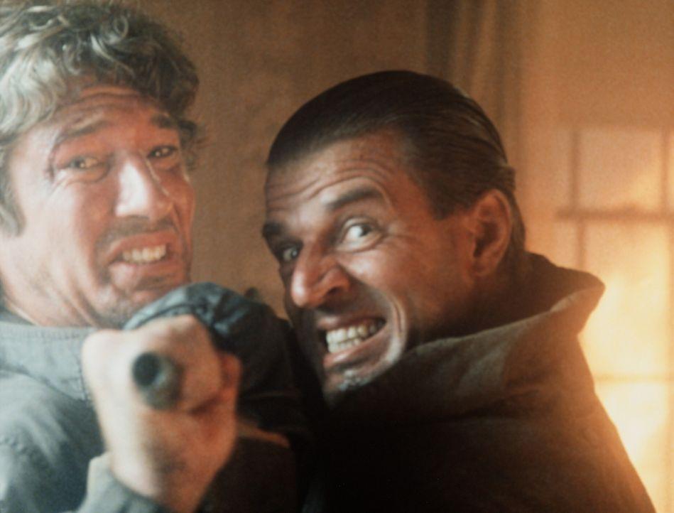 Endlich bekommt Eddie (Richard Gere, l.) die Chance, den Tod seines Partners zu rächen: doch kann er den sadistischen Gangsterboss Losado (Jeroen K... - Bildquelle: TriStar Pictures