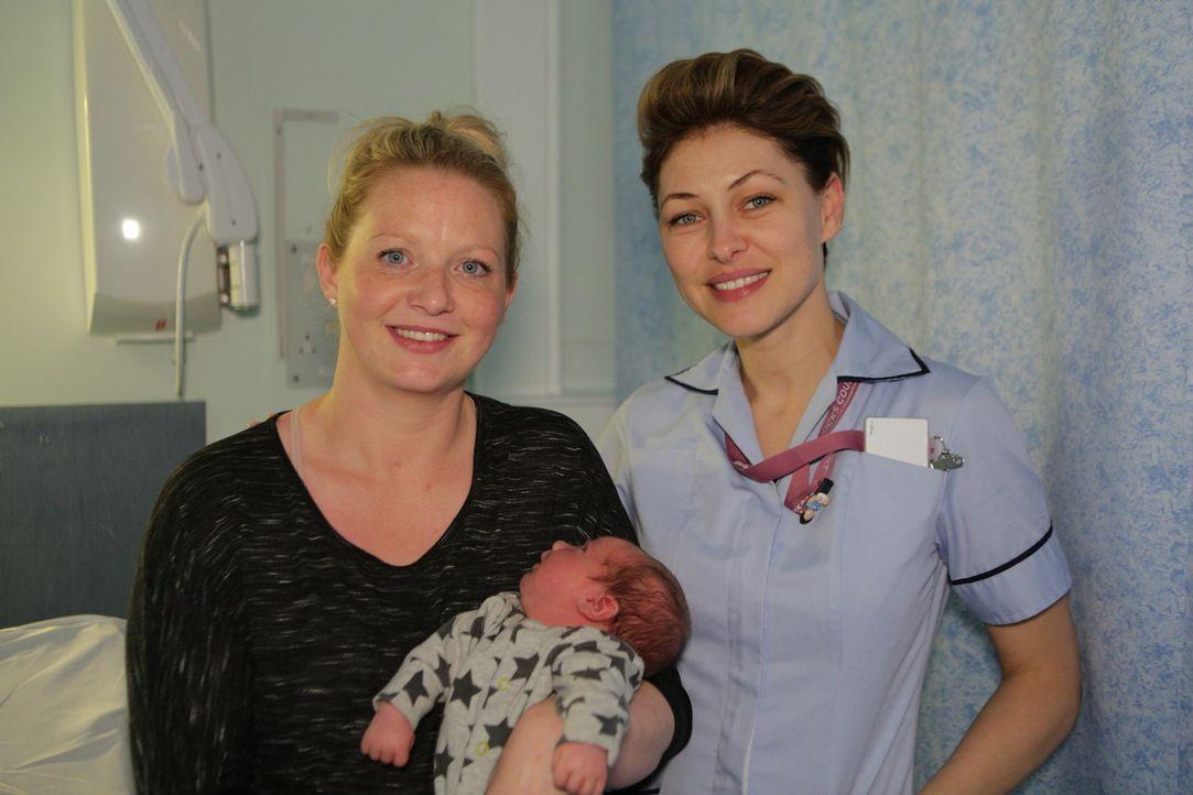(v.l.n.r.) Julie; Baby Bradley; Emma Willis - Bildquelle: Luis Mengo All rights reserved.
