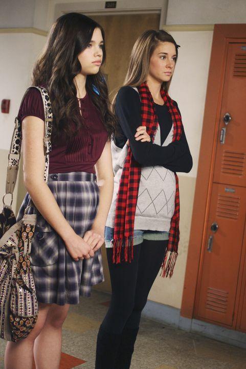 Amy (Shailene Woodley, r.) und Ashley (India Eisley, l.) hören, was ihre Mutter ihnen zu sagen hat ... - Bildquelle: 2008 DISNEY ENTERPRISES, INC. All rights reserved. NO ARCHIVING. NO RESALE.