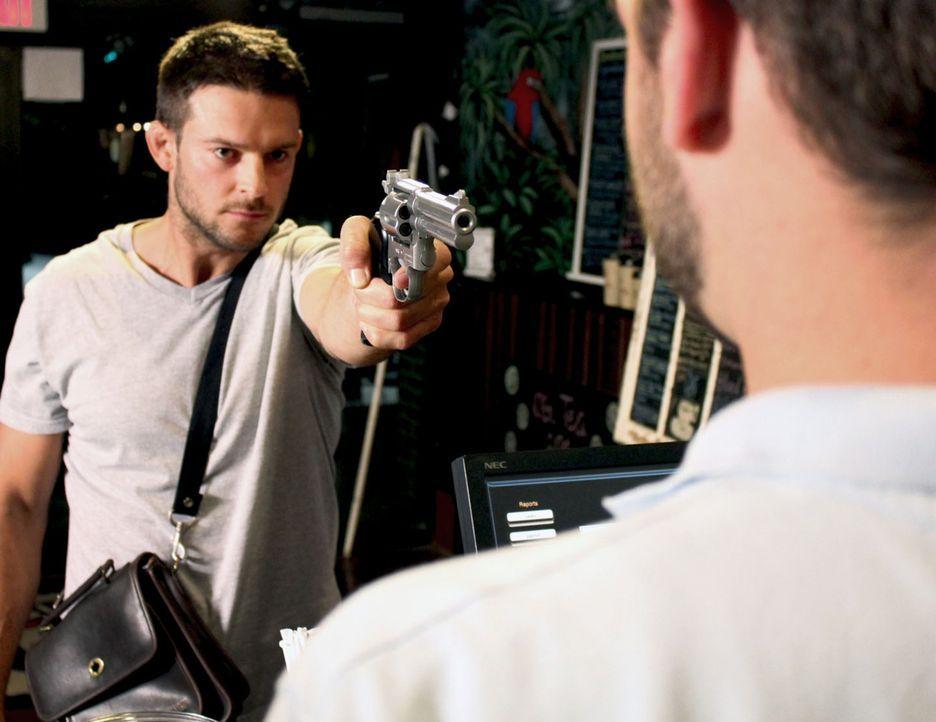 Um an Geld für Drogen zu kommen, überfallen Tom Nelson und sein neuer Kumpel unschuldige Menschen und bringen sie um ... - Bildquelle: M2 Pictures