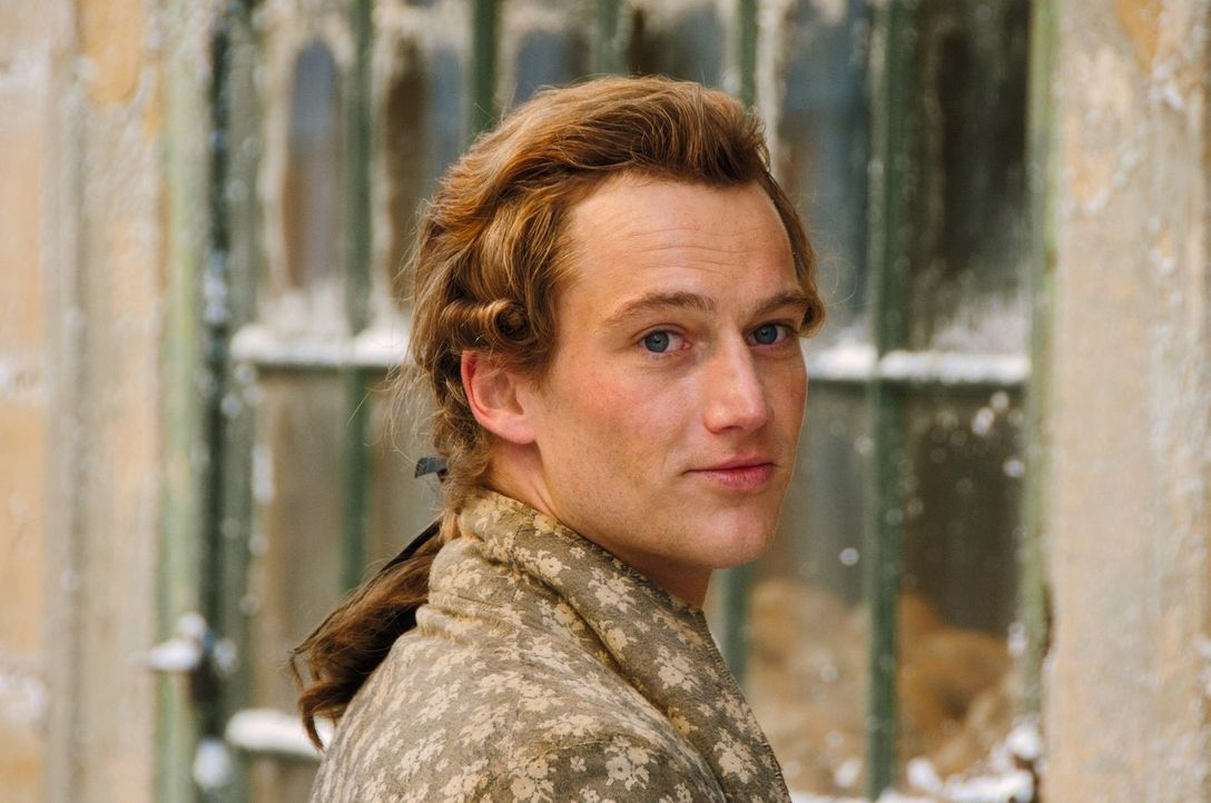 Der junge, bislang erfolglose Dichter Johann Goethe (Alexander Fehling) vernachlässigt sein Jurastudium und wird von seinem wütenden Vater ans Reich... - Bildquelle: Warner Brothers