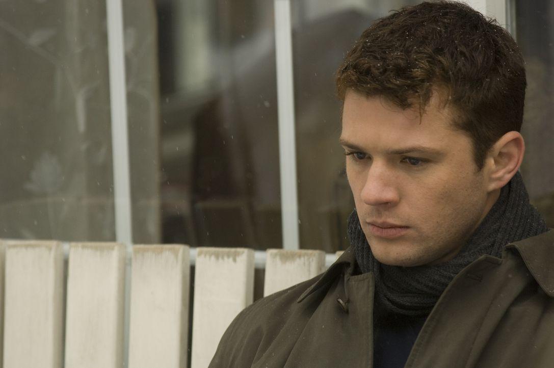 Verzweifelt an seinem neuen Fall: FBI Neuling Eric O'Neill (Ryan Phillippe) ... - Bildquelle: Universal Pictures