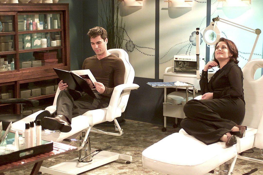 Will (Eric McCormack) begleitet Karen (Megan Mullally) zu ihrem Dermatologen, um sich ein paar Fältchen wegspritzen zu lassen. - Bildquelle: NBC Productions