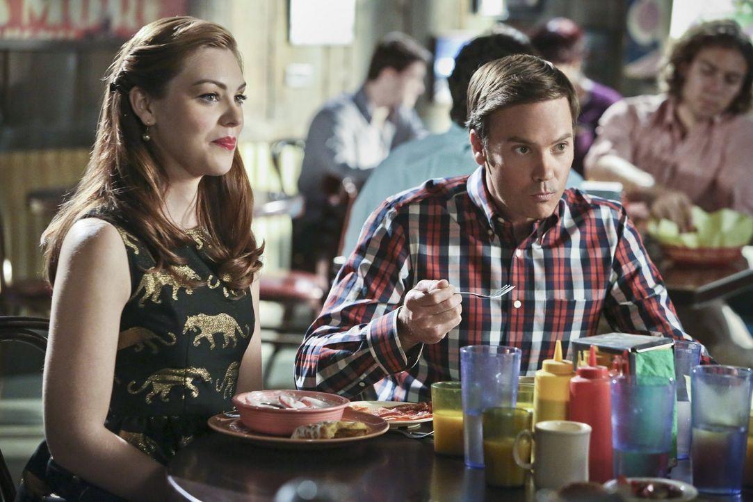 Annabeth (Kaitlyn Black, l.) freut sich darauf, ihren neuen Freund Davis (Barry Watson, r.) endlich ihren Eltern vorzustellen, doch die würden sich... - Bildquelle: Warner Brothers