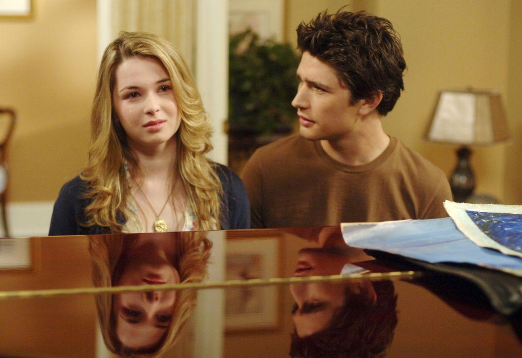 Nach und nach wird Kyle (Matt Dallas, r.) klar, das er für Amanda (Kirsten Prout, l.) nicht nur freundschaftliche Gefühle hat ... - Bildquelle: TOUCHSTONE TELEVISION