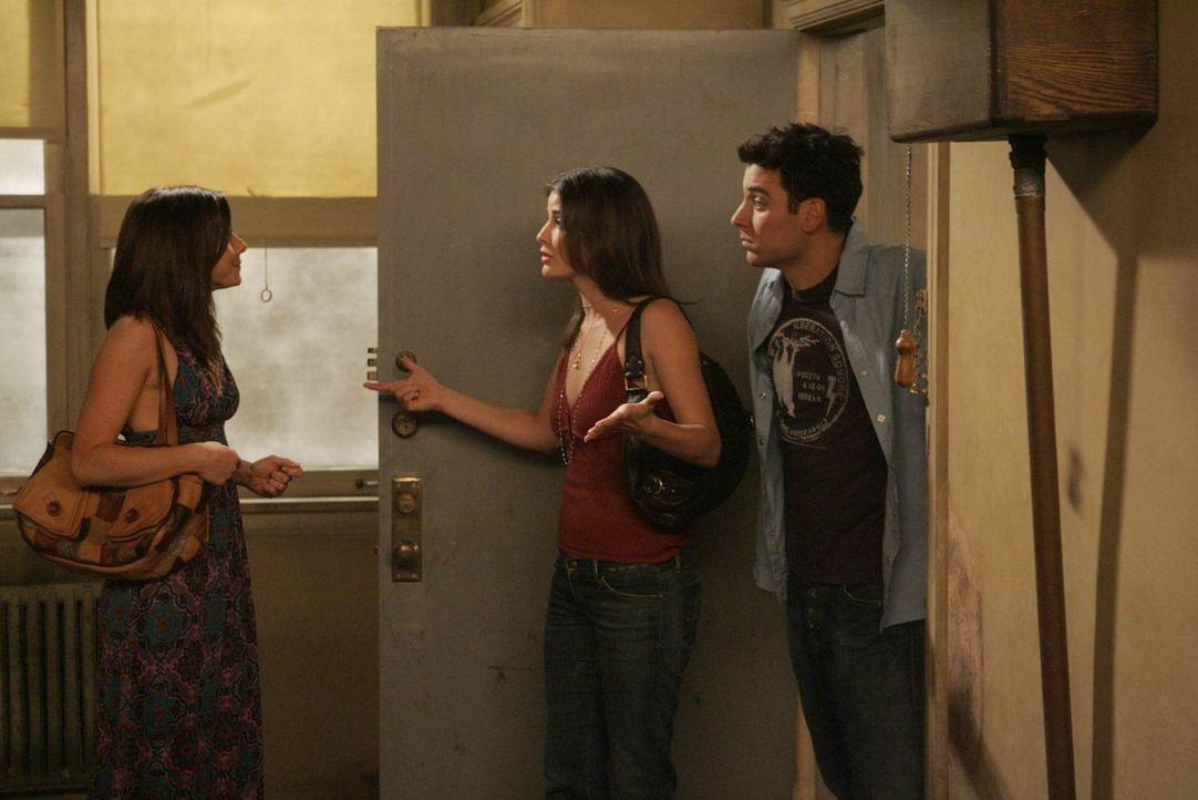 Lily (Alyson Hannigan, l.) ist wieder nach New York zurückgekehrt und dort helfen ihr Robin (Cobie Smulders, M.) und Ted (Josh Radnor, r.), eine neu... - Bildquelle: 20th Century Fox International Television