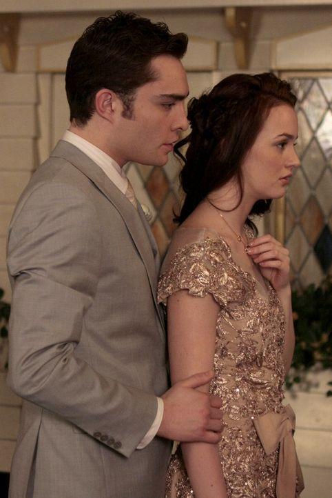 Trotz der Kette will Blair (Leighton Meester, r.) nicht so tun, als wären sie und Chuck (Ed Westwick, l.) noch ein glückliches Paar. - Bildquelle: Warner Brothers