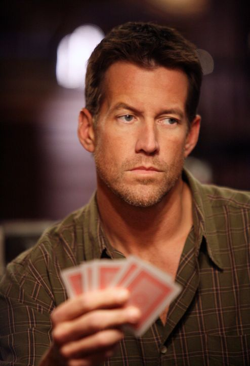 Pokert um Susan: Mike (James Denton) ... - Bildquelle: 2005 Touchstone Television  All Rights Reserved