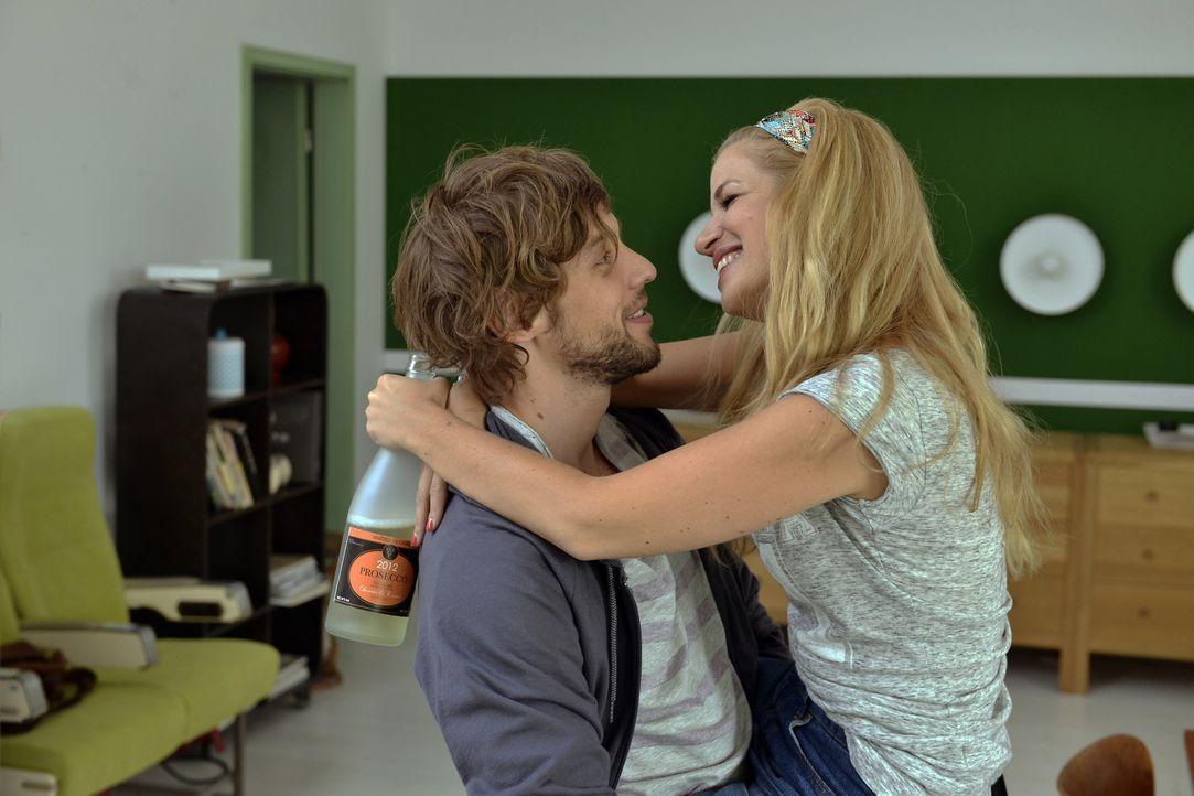 Hat Mila (Susan Sideropoulos, r.) in Daniel (Christoph Humnig, l.) ihren Traumprinzen gefunden? - Bildquelle: Oliver Ziebe SAT.1