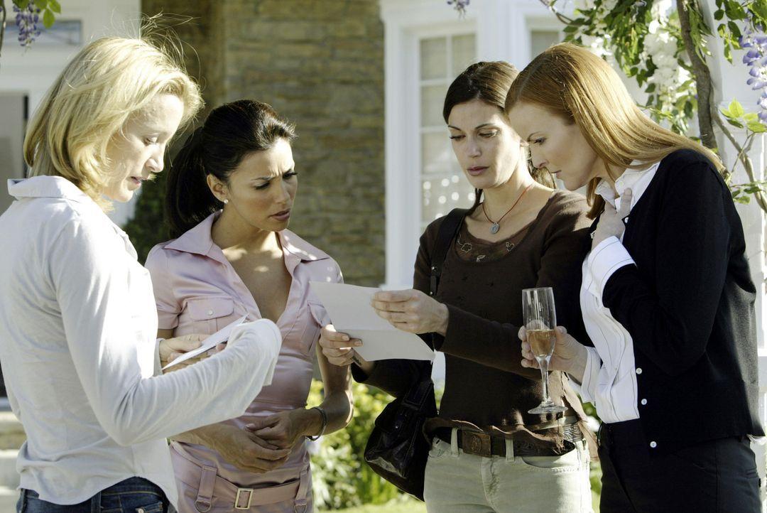Am Tag nach der Beerdigung, als Lynette (Felicity Huffman, l.), Gabrielle (Eva Longoria, 2.v.l.), Susan (Teri Hatcher, 2.v.r.) und Bree (Marcia Cros... - Bildquelle: Touchstone Television
